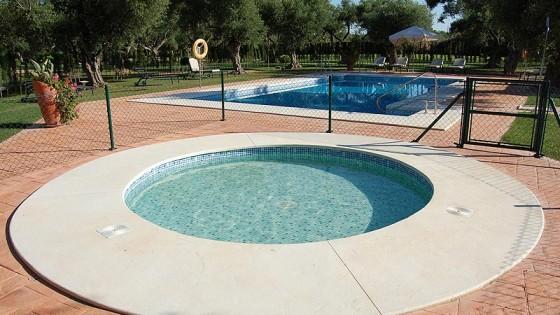 Piscinas circulares piscinas en sevilla barcelona for Piscinas diferentes en madrid