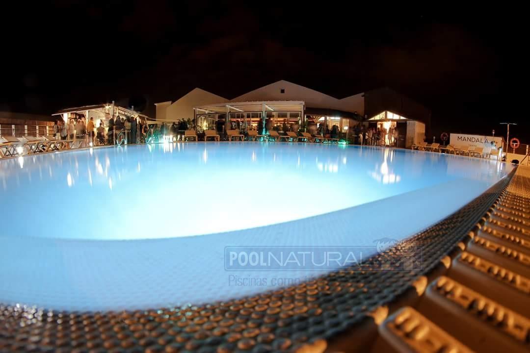 La importancia de la iluminaci n en tu piscina for Iluminacion de piscinas