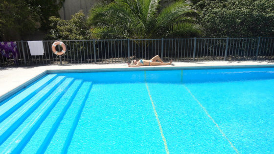 Las piscinas de agua salada son m s saludables sabes por for Piscina de agua salada