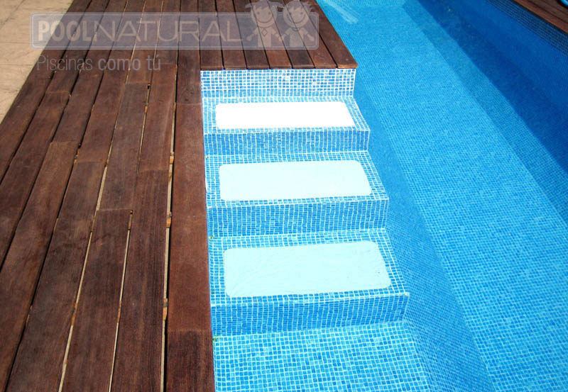 Piscinas con suelo de madera modernas y con estilo for Formas de piscinas